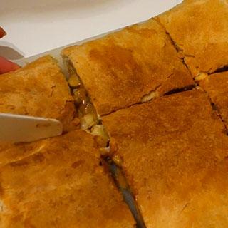 вкусный простой пирог с бананами и сгущенкой