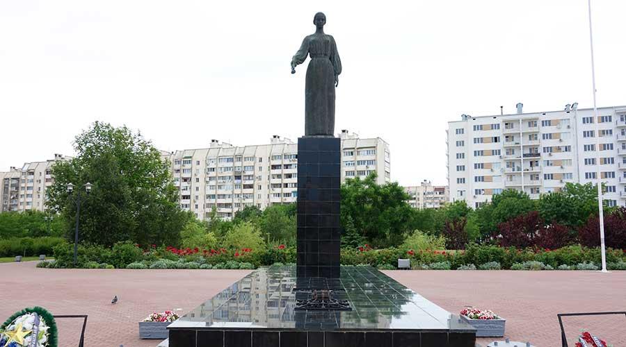 Монумент Родина-Мать Евпатория