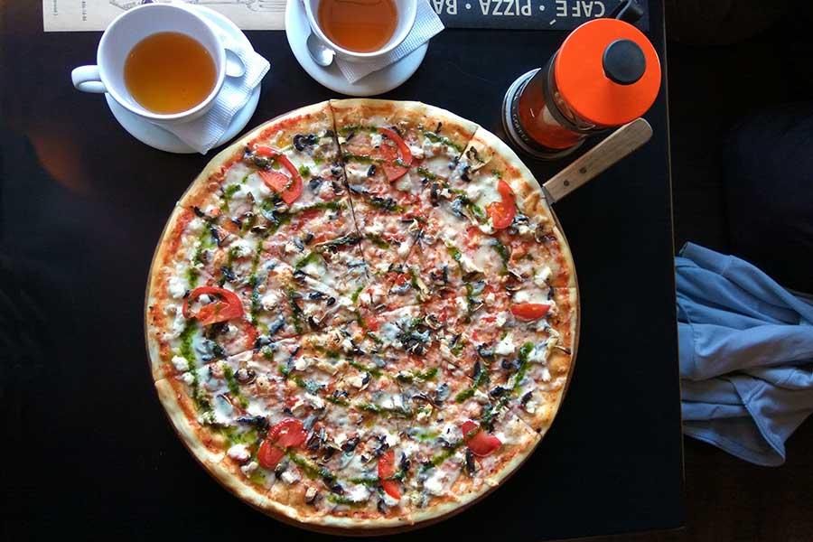 Пицца Чикита в кафе Марио Евпатория