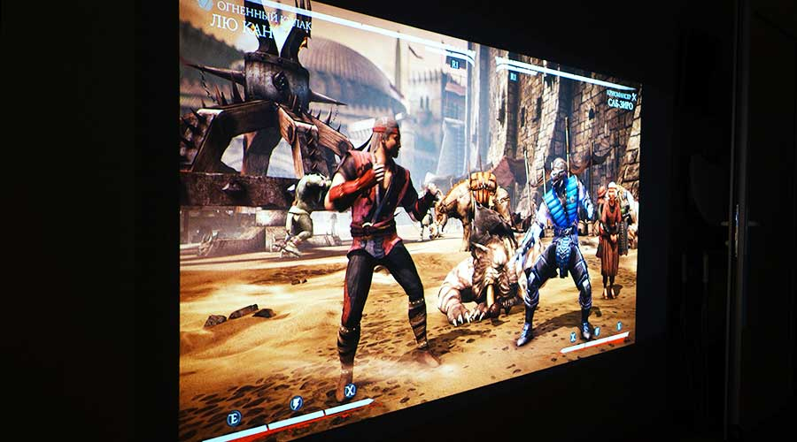 Игра Mortal Combat на проекторе Epson EH-TW5300